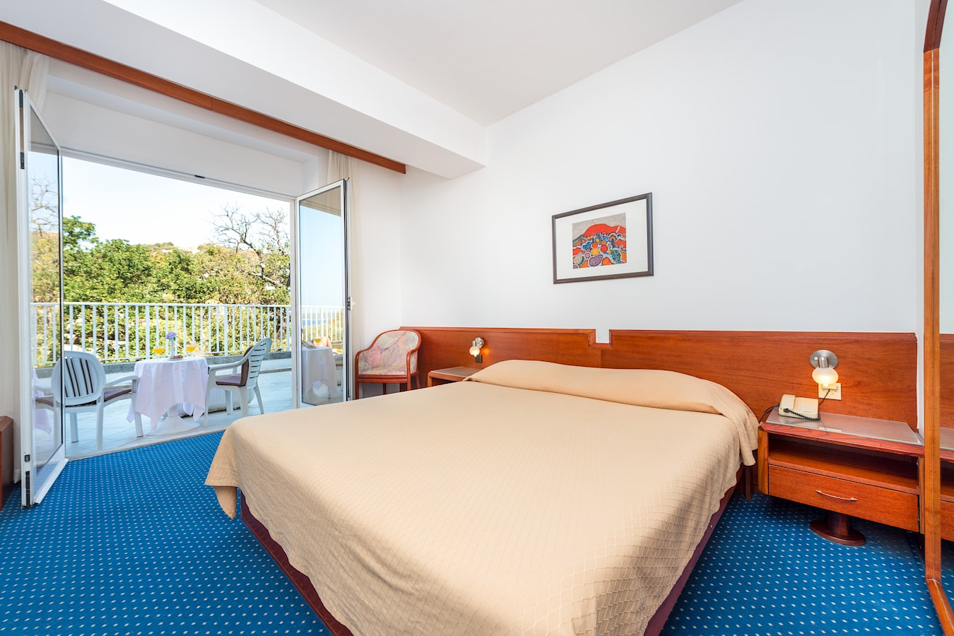 komodor-hotel-double-room-balcony-parkview.jpg