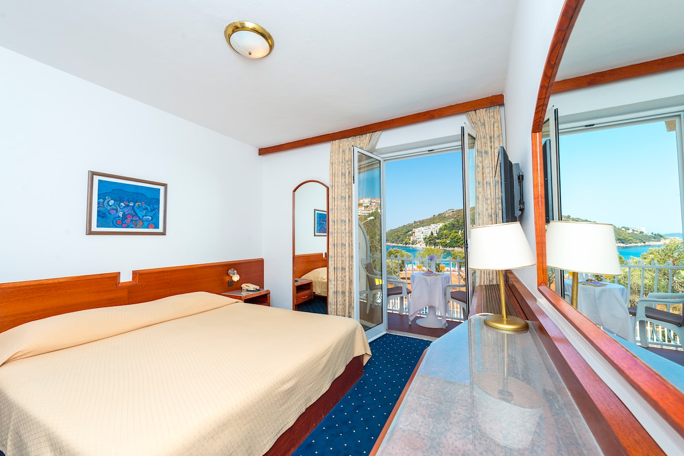 komodor-hotel-double-room-balcony-seaview.jpg