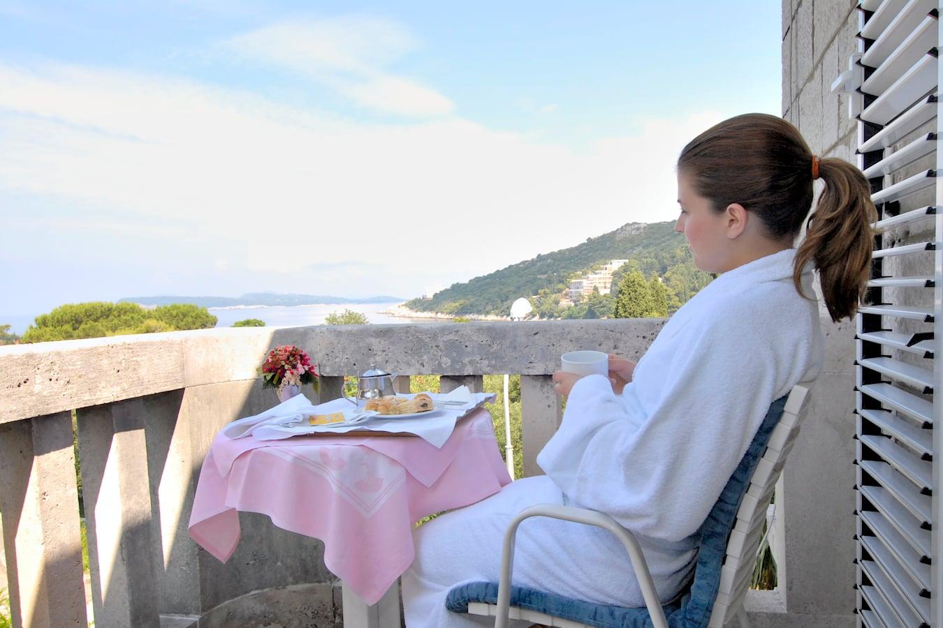 komodor-hotel-rooms-balcony-seaview-dubrovnik.jpg