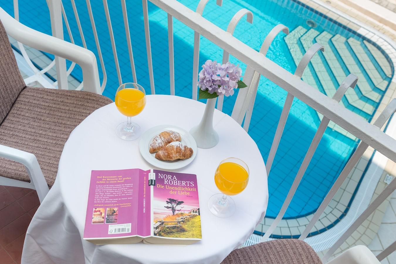 komodor-hotel-rooms-balcony-seaview-pool.jpg