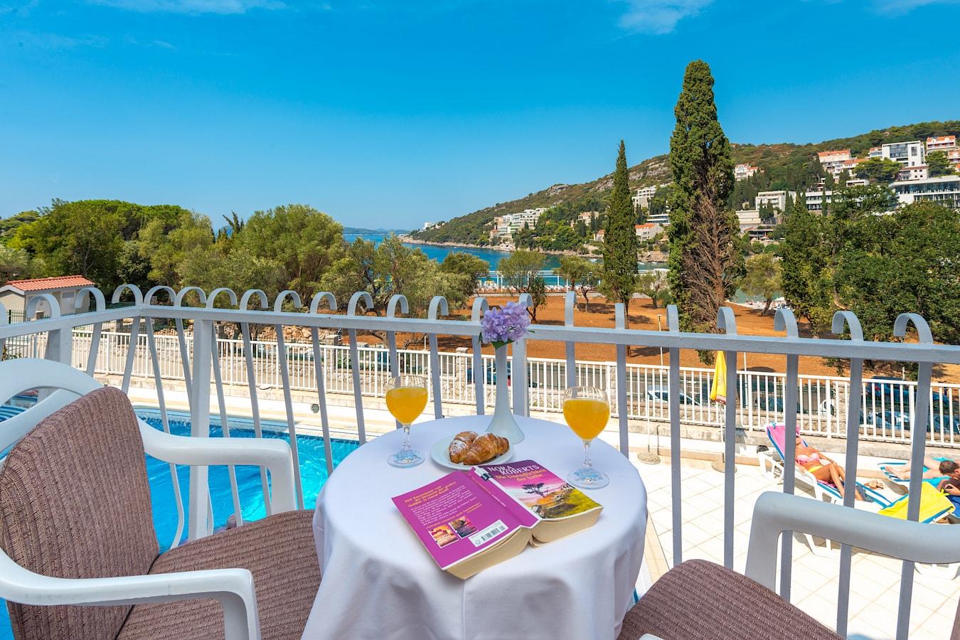 komodor-hotel-rooms-balcony-seaview-poolview.jpg