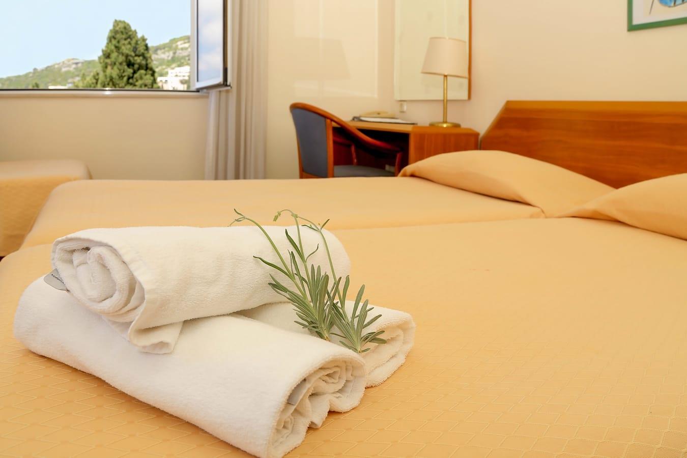 komodor-hotel-twin-room-seaview.jpg