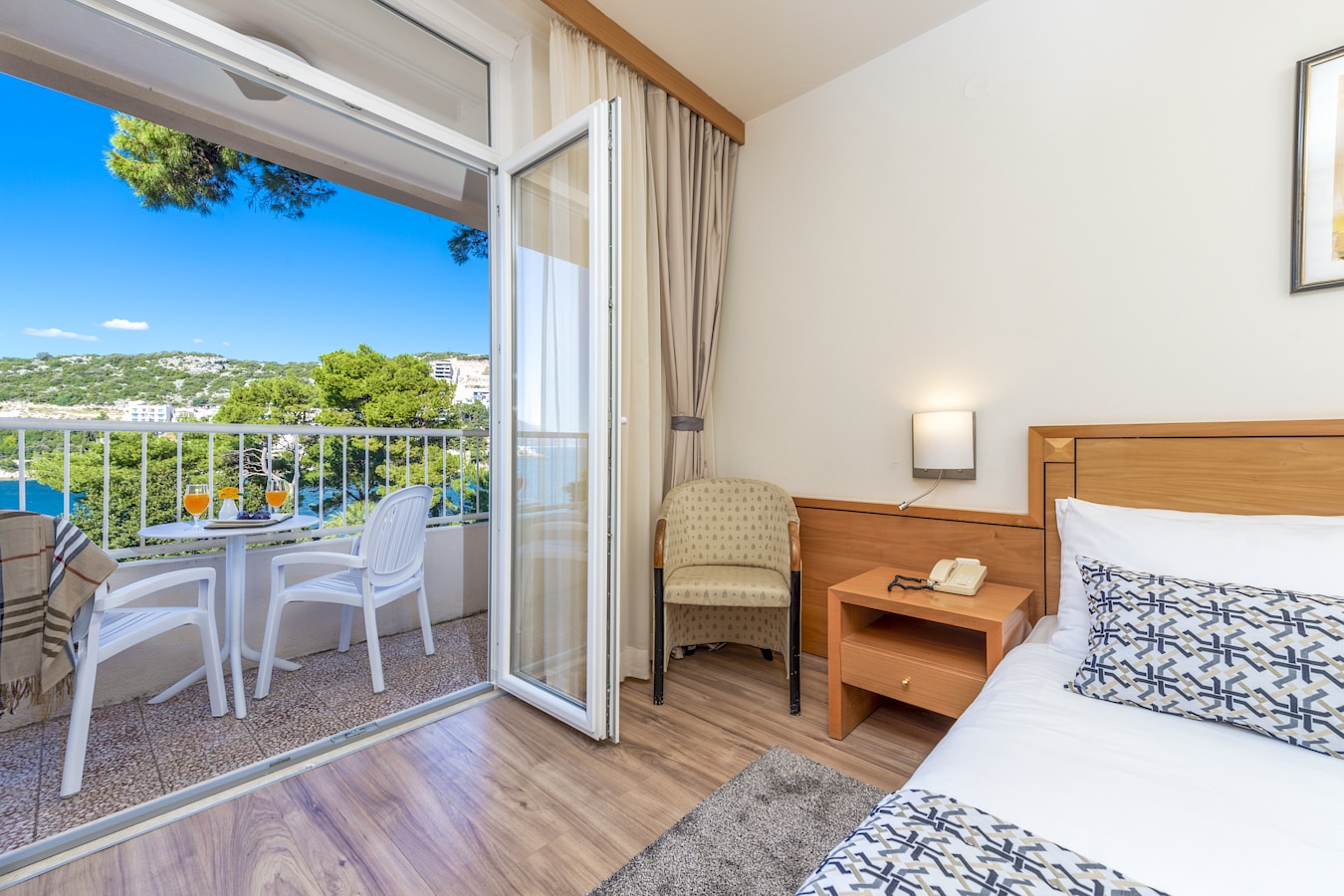 splendid-hotel-double-room-balcony-sea-view-dubrovnik.jpg