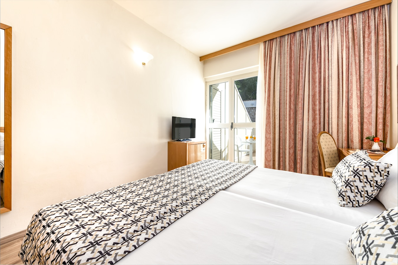 splendid-hotel-double-room-dubrovnik-balcony.jpg