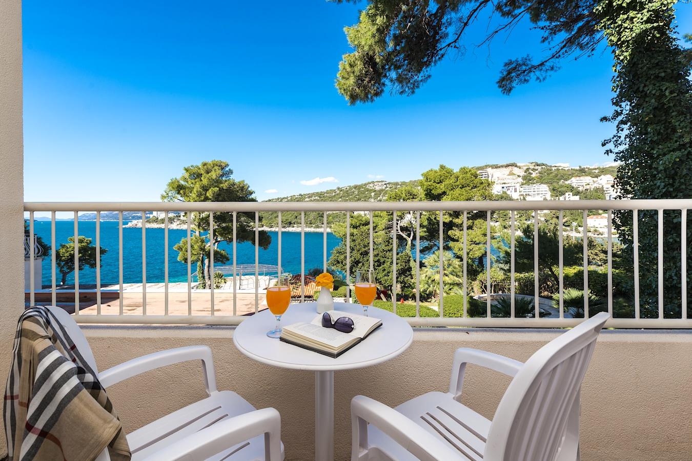splendid-hotel-dubrovnik-balcony-seaside.jpg