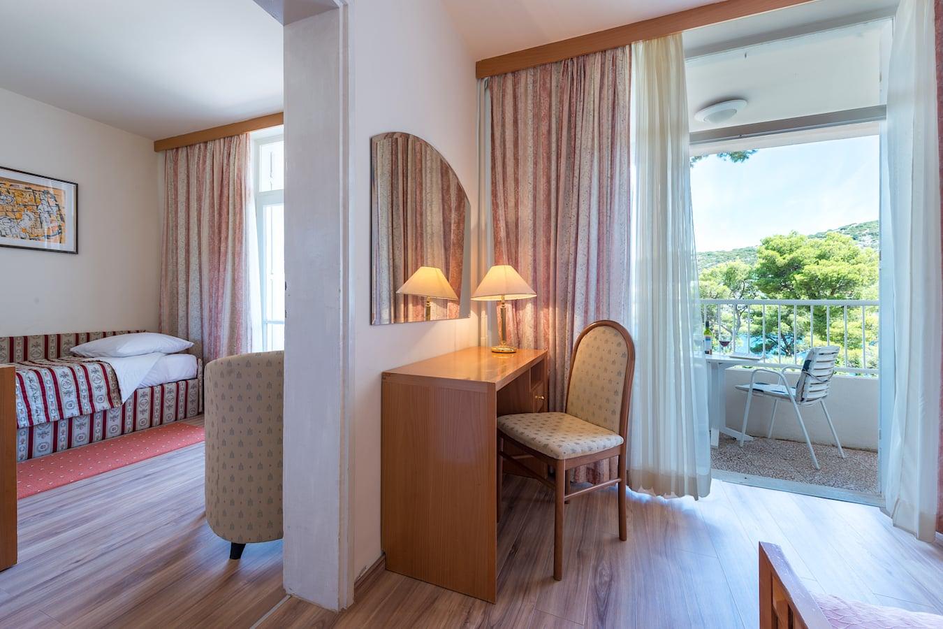 splendid-hotel-superior-room-balcony-seaview_1.jpg