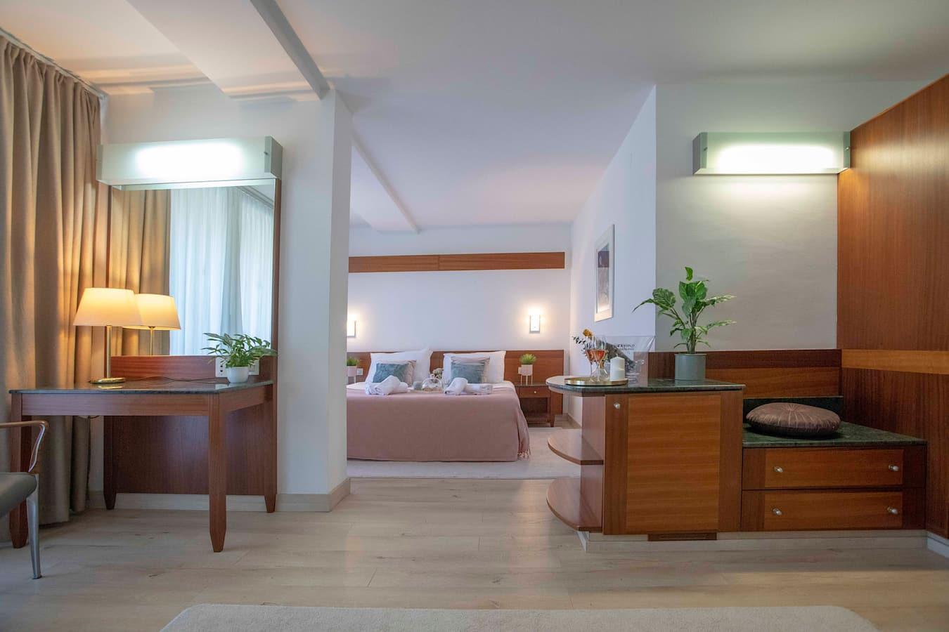 uvala-hotel-room-detail-beverage.jpg
