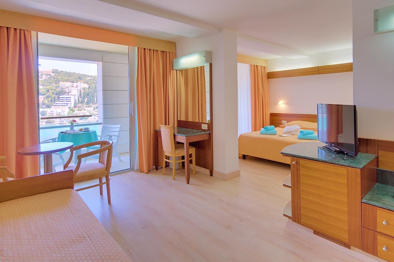 uvala-hotel-superior-room-seavview-balocony.jpg