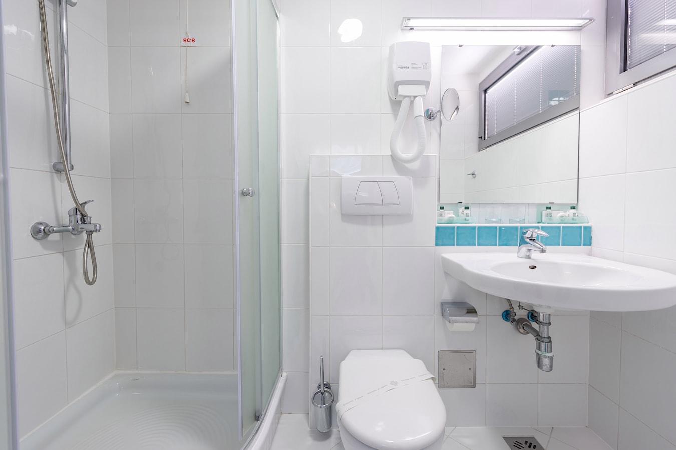 uvlala-hotel-room-bathroom-shower_1.jpg