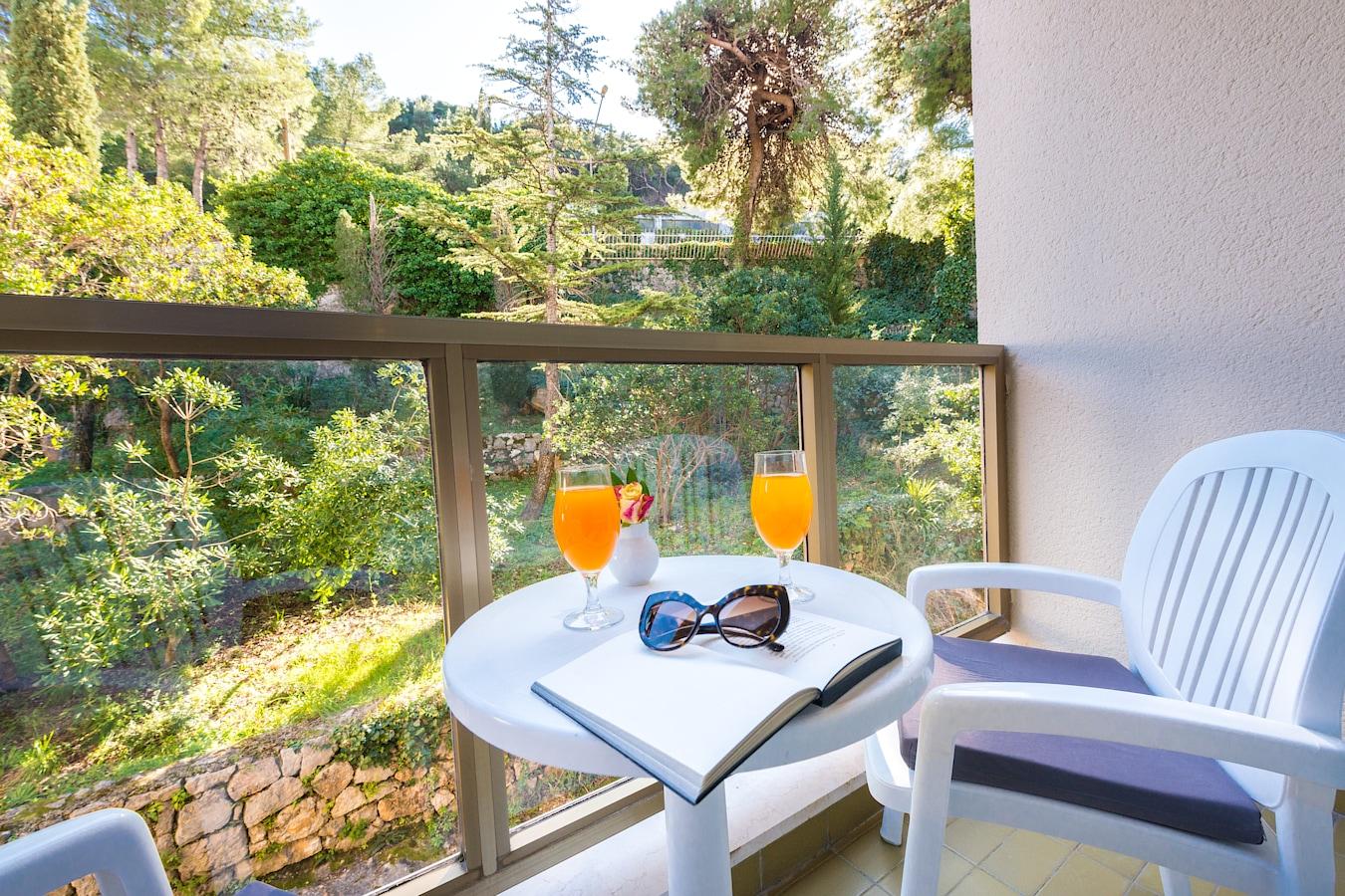 vis-hotel-dubrovnik-balcony-park-view.jpg