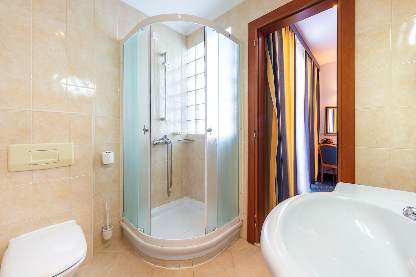 vis-hotel-dubrovnik-bathroom-shower.jpg