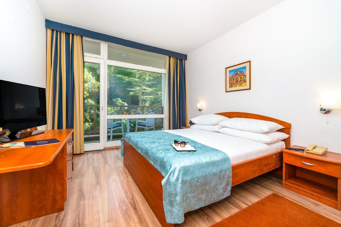 vis-hotel-dubrovnik-double-room-balcony-park-view.jpg