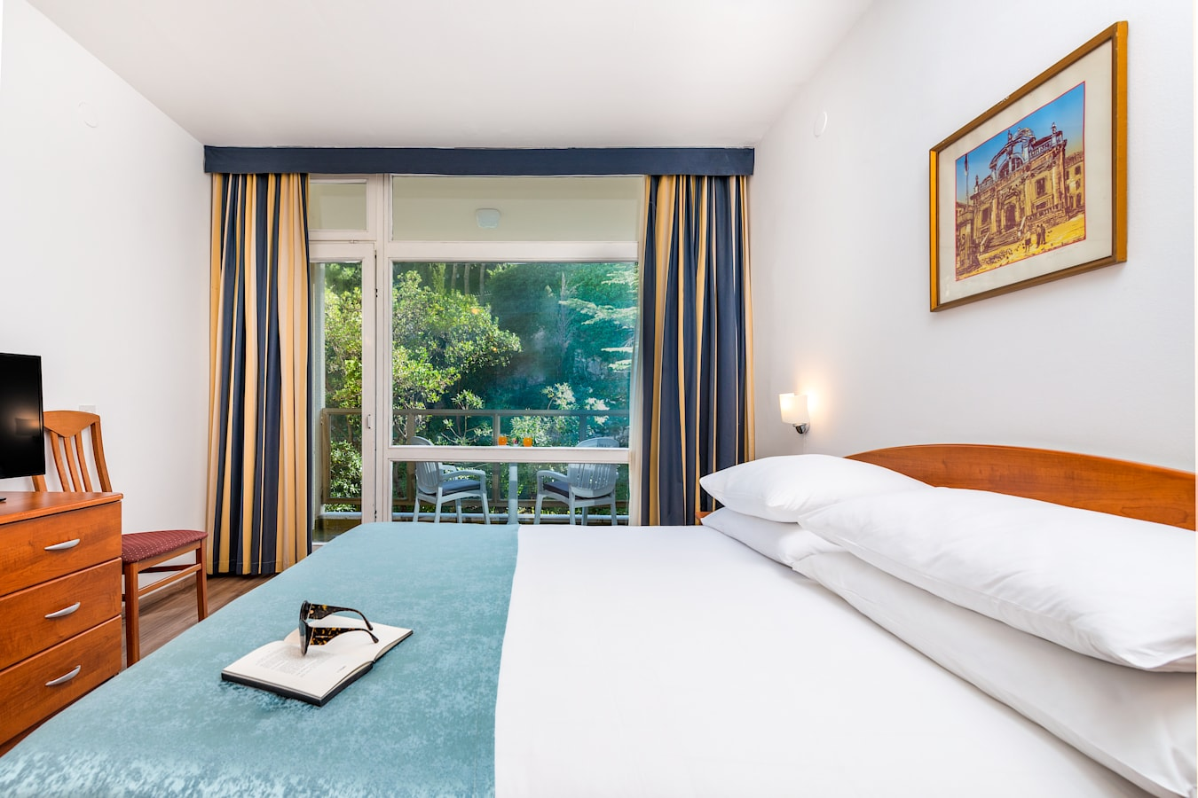 vis-hotel-dubrovnik-double-room-balcony-parkview.jpg