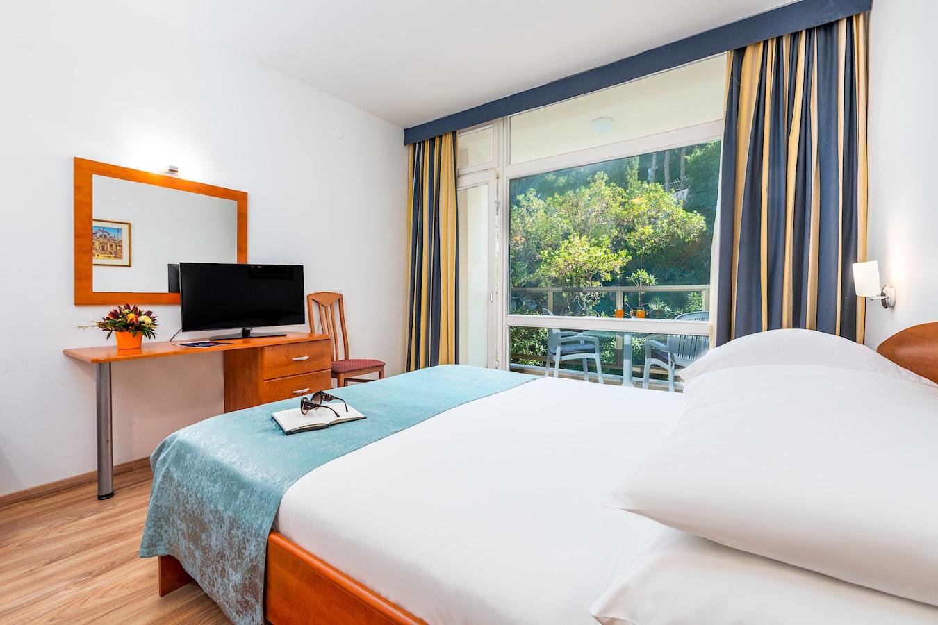 vis-hotel-dubrovnik-double-room-park-view-balcony.jpg