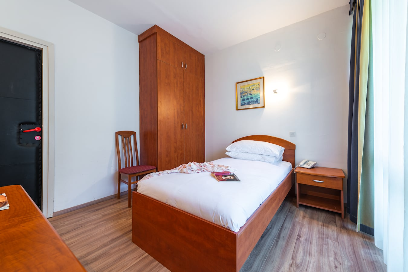 vis-hotel-dubrovnik-single-room-balcony-parkside.jpg