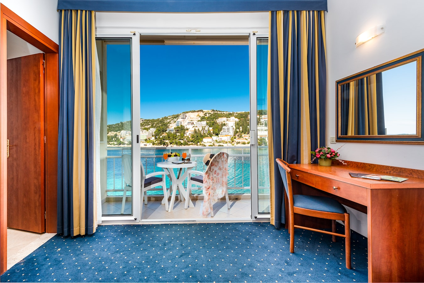 vis-hotel-dubrovnik-superior-room-balcony-sea-view.jpg